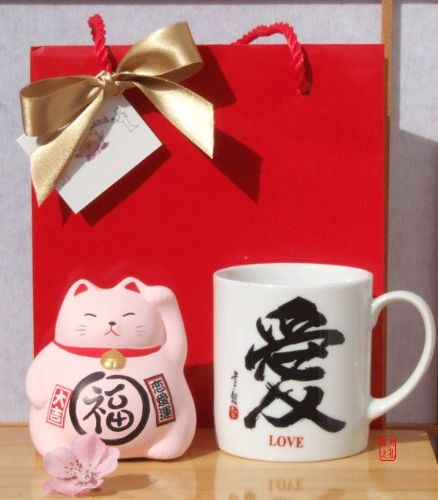 Gift Bag - Lucky Cat pink for love and happiness & white Love mug – medium size Maneki Neko Feng Shu